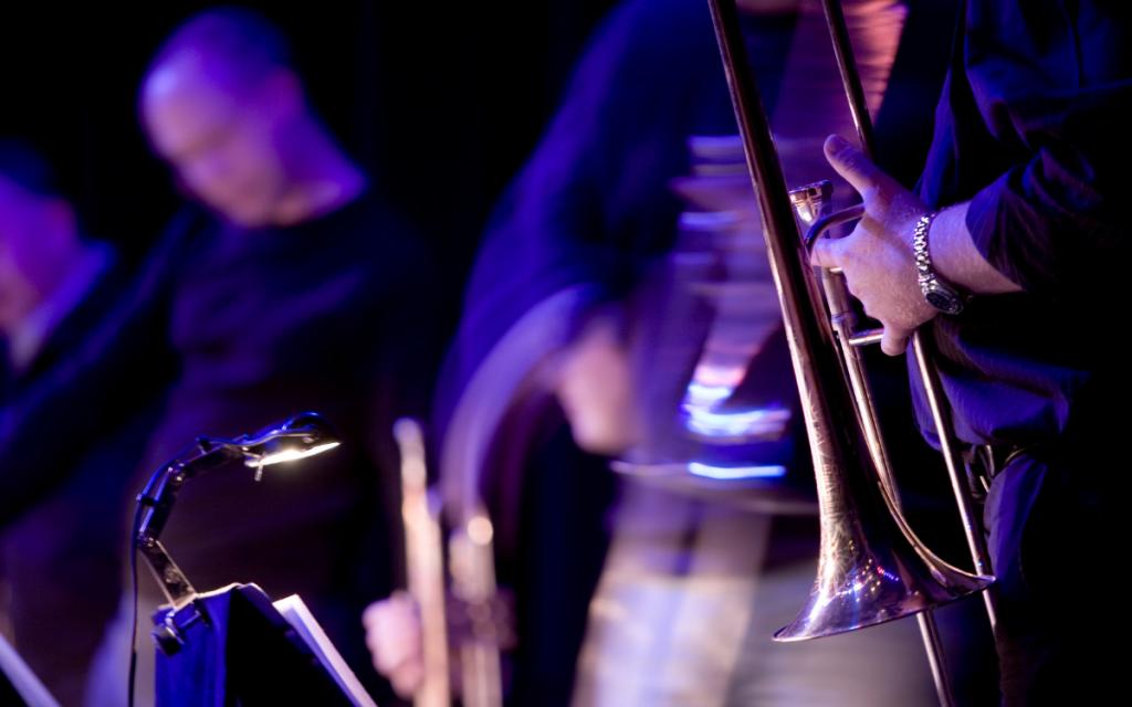 live-jazz-motion-blur-shades-of-purple