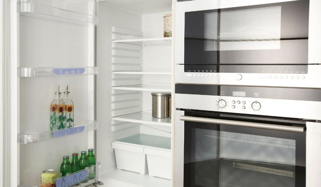 clean fridge for move out inspection